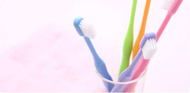 感染予防のための正しい口腔ケアグッズの取り扱い方法の説明